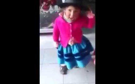 Niña Peruana Canta Huayno en Quechua » PARA GANAR DINERO Y SACAR A SU PADRE DE LA CARCEL