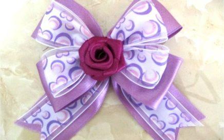 Moños de rosas con cintas para el cabello