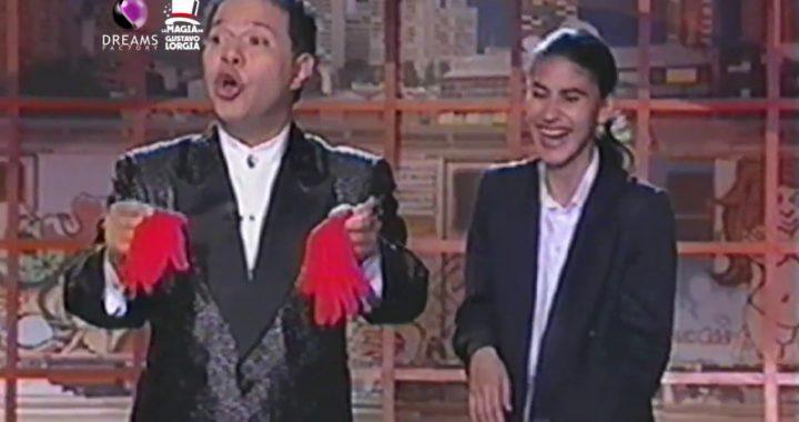 Gustavo Lorgia regala billetes en todos sus shows. Gana dinero fácil!